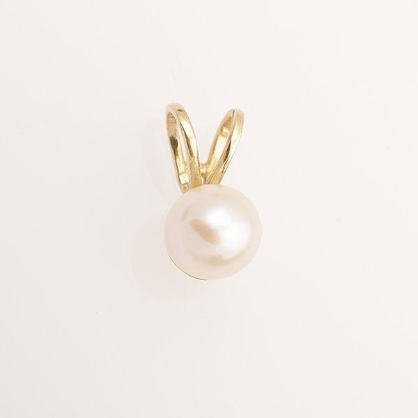 Zlatý přívěs s perlou