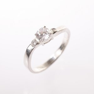 Stříbrný prsten se zirkony vel. 54