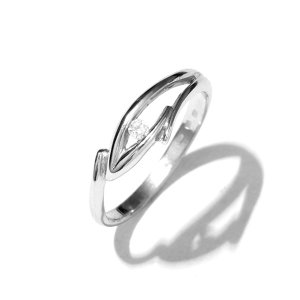 Zlatý prsten se zirkonem vel. 55