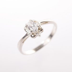 Stříbrný prsten se zirkony vel. 58