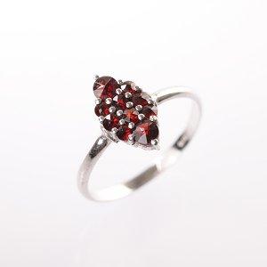 Stříbrný prsten s granáty vel. 53